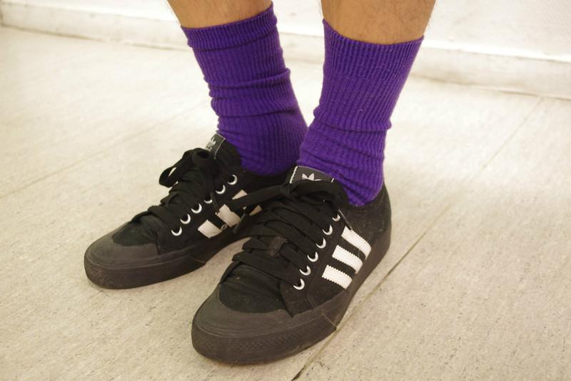 ADIDAS 的 紫襪帆布鞋