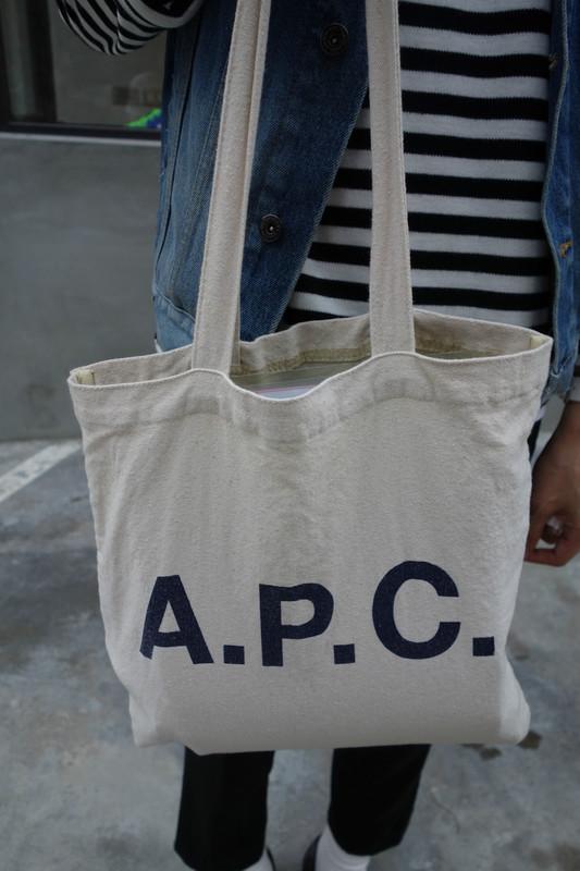 APC 的 帆布袋