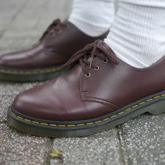 DR. MARTENS 的 DR. MARTENS 1461 VEGAN CHERRY RED