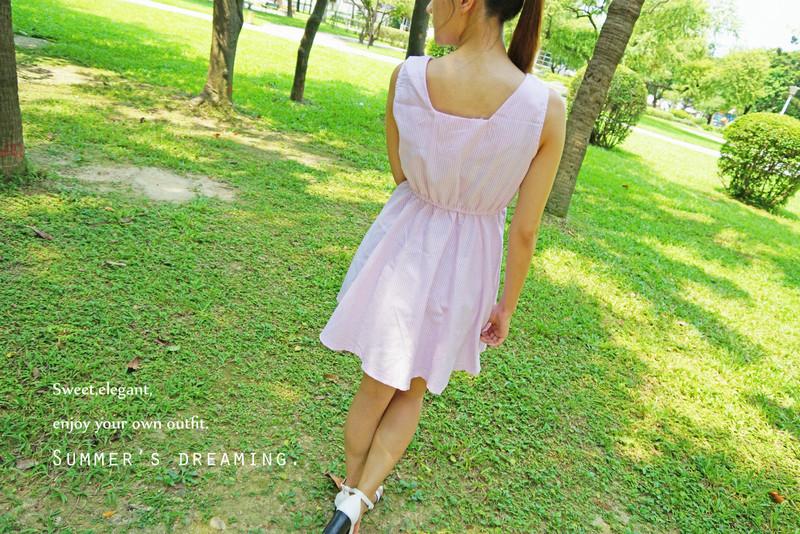 羅東LALANA 的 粉絲直條紋洋裝