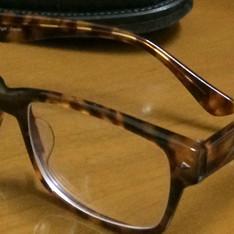 無品牌 的 粗框眼鏡