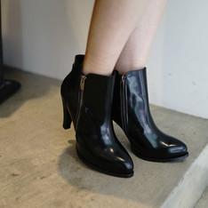 DRESSCODETW.COM 的 真皮黑色短靴