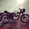 KAWASAKI W650 BY CUSTOM BURNER 的 MOTORCYCLE