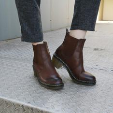 HI EARTH(!) 的 【帥氣牛筋底簡約擦色低跟軟皮英倫靴】