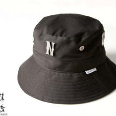 SLIGHTLY NUMB 的 NUMBNESS BUCKET HAT