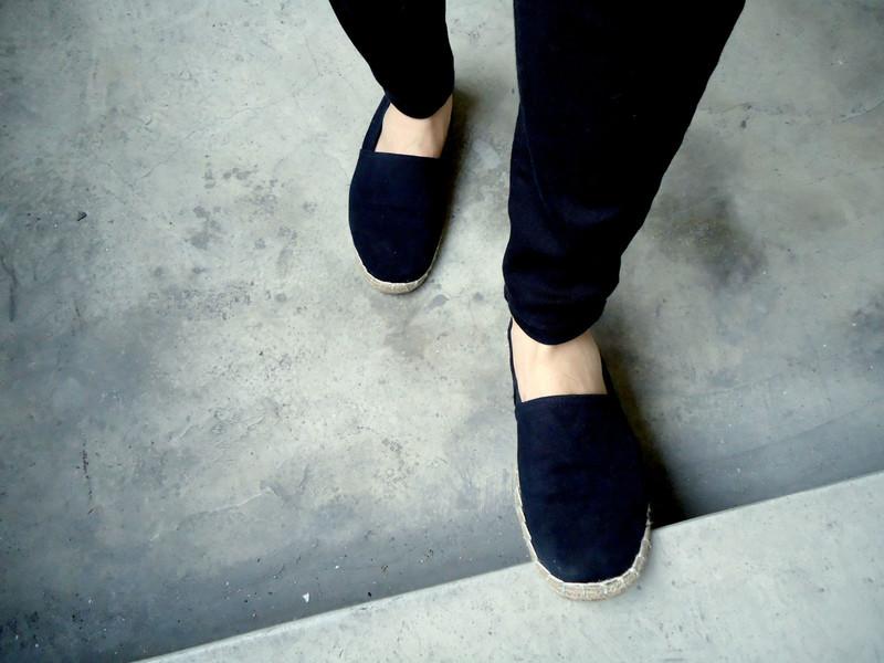 H&M 的 布面草底涼鞋
