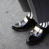 ZARA 的 MOCCASIN WITH METAL PIECE