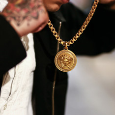 VERSACE 的 GOLD CHAINS