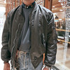 ALPHA INDUSTRIES 的 MA-1 飛行夾克