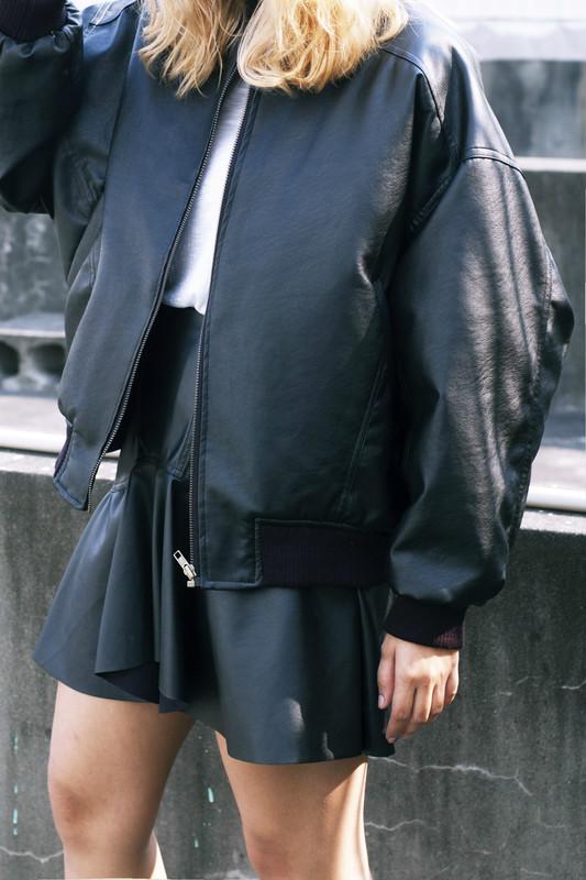 ZARA 的 高腰皮裙
