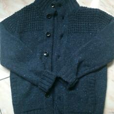 UNIQLO 的 粗針織鈕釦開襟外套