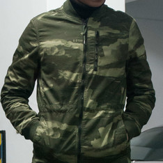 G-STAR RAW 的 JACKET BURMANS LIGHT WEIGHT PARKA WAVE CAMO