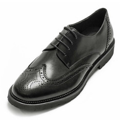 WHILE 的 雕花牛津鞋