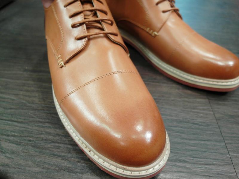 OASIS服飾 的 手工牛皮漸層德比鞋