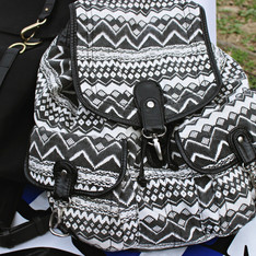 NEW LOOK 的 BACKPACK