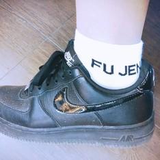 FU JEN 的 白短襪