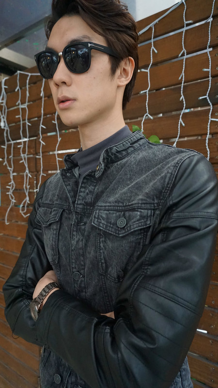 PULL AND BEAR 的 LEATHER JACKET