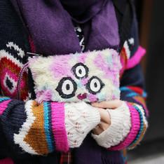 FIGHT AGAINST THE WORLD 的 三眼貓咪手工刺繡手拿包