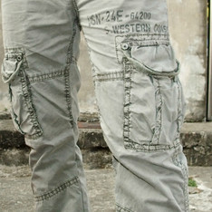 TOUGH 的 灰綠洗舊感工作褲