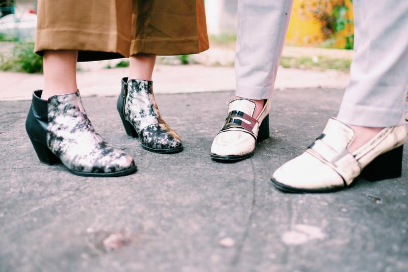 DRESS CODE 的 銀黑爆裂紋短靴