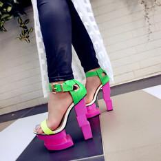 PRIVILEGEDSHOES 的 造型高跟鞋