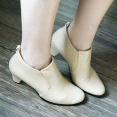 LIV PORT 的 手工裸靴