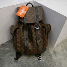 LOUIS VUITTON 的 BACKPACK