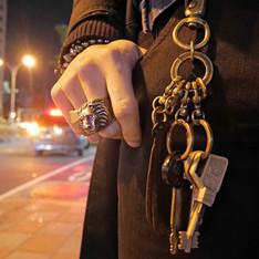 KEN GUARANTEED+ 的 皮革墜飾鑰匙圈