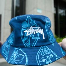 STUSSY 的 BUCKET HAT