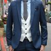 用白色西裝背心讓整體層次更加明顯