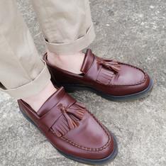 DR. MARTENS 的 流蘇馬汀鞋