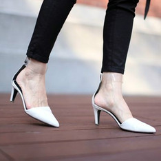 TIBI 的 尖頭鞋