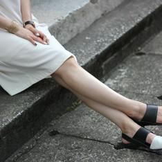 NO216 的 黑白真皮平底鞋