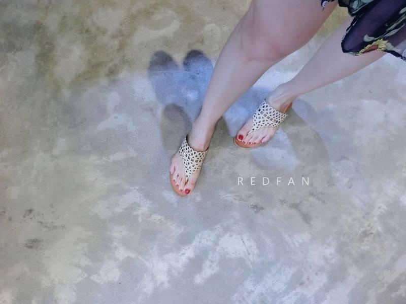 REDFAN 的 花雕夾腳拖鞋