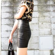 路邊攤 的 高腰皮裙
