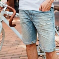 AMERICAN APPAREL 的 刷破丹寧短褲