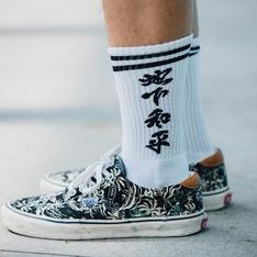 UNDERPEACE 的 長筒襪