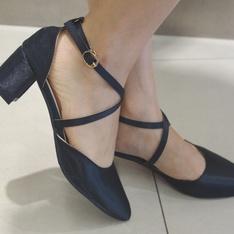 網拍購入 的 繫帶低跟鞋