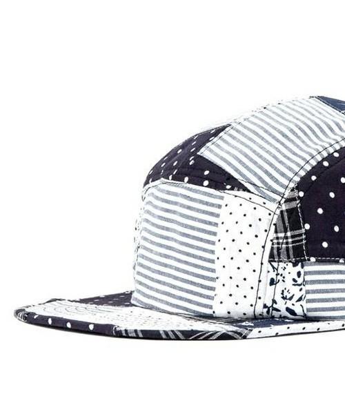 LESS 的  騷包帽給你五分