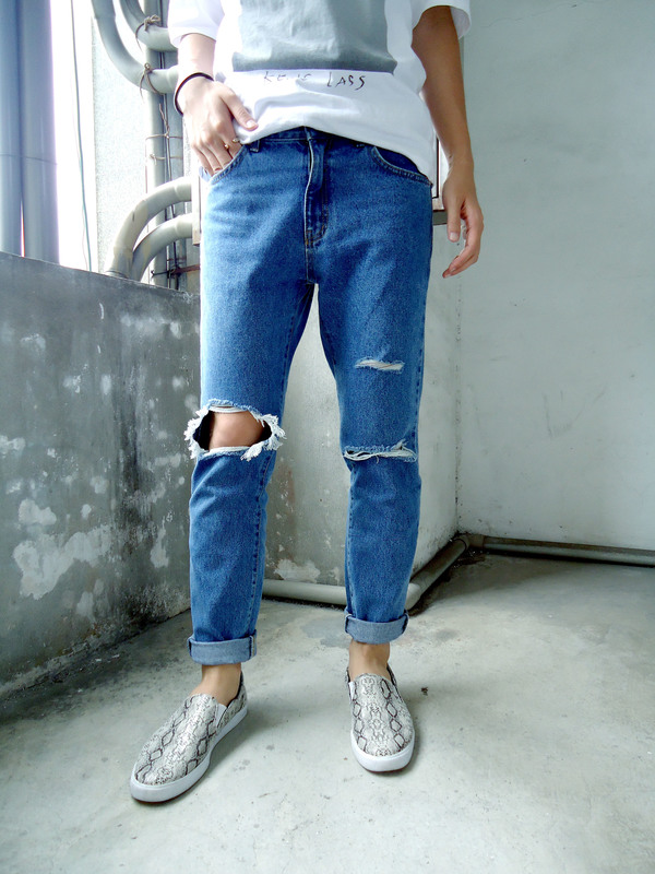SELECT HOMMIE 的 RIPPED JEANS