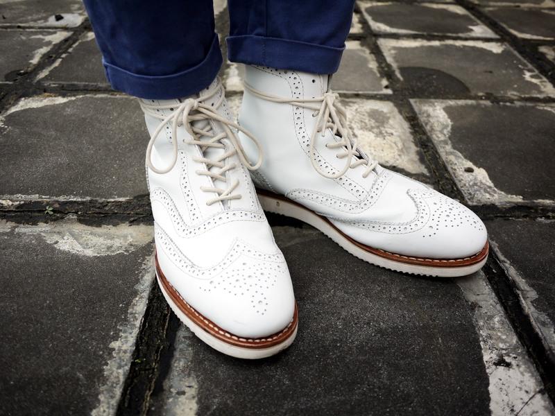 PATHFINDER 的 白色雕花靴