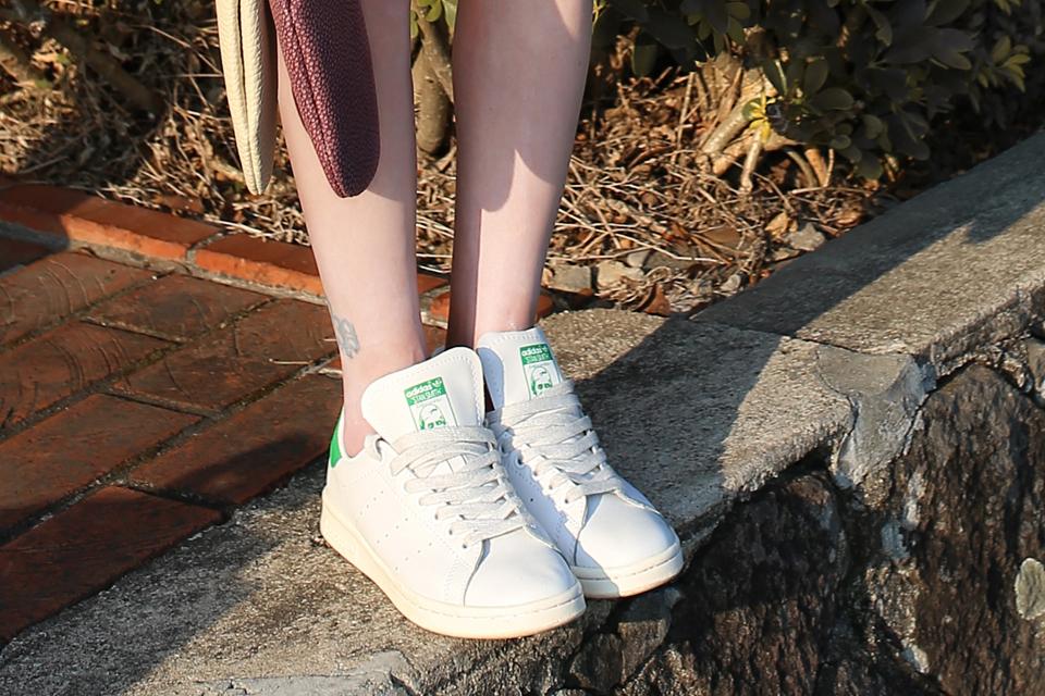 ADIDAS 的 STAN SMITH 球鞋