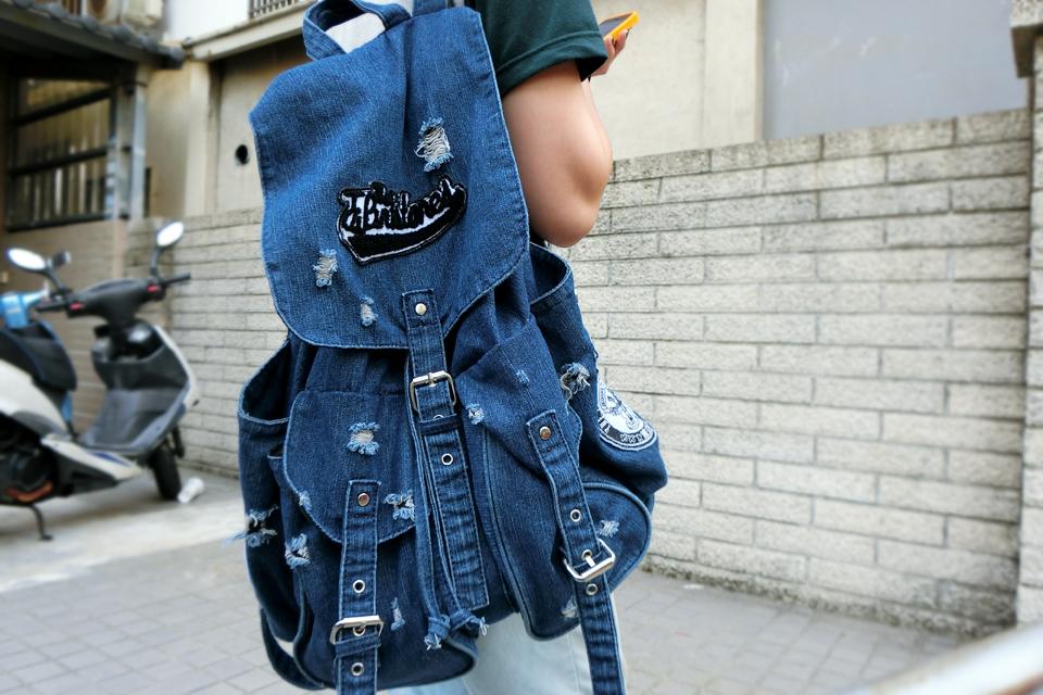 無品牌 的 牛仔後背包