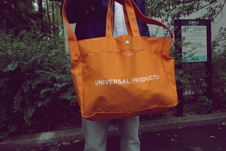 UNIVERSAL PRODUCTS 的 帆布包