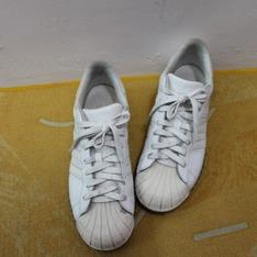 ADIDAS 的 慢跑鞋