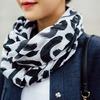 H&M 的 印花圍巾