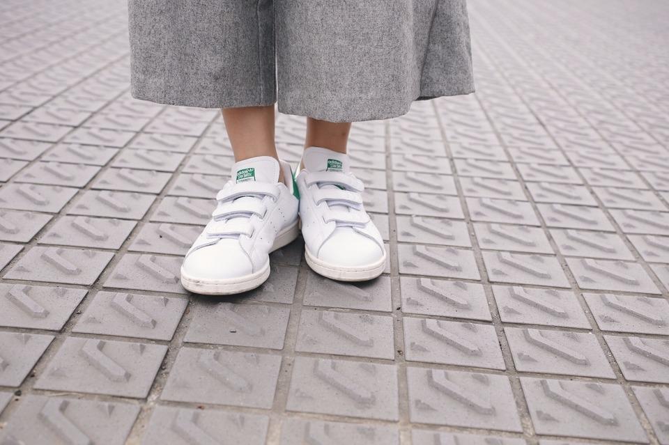 ADIDAS ORIGINAL STAN SMITH 的 復古球鞋