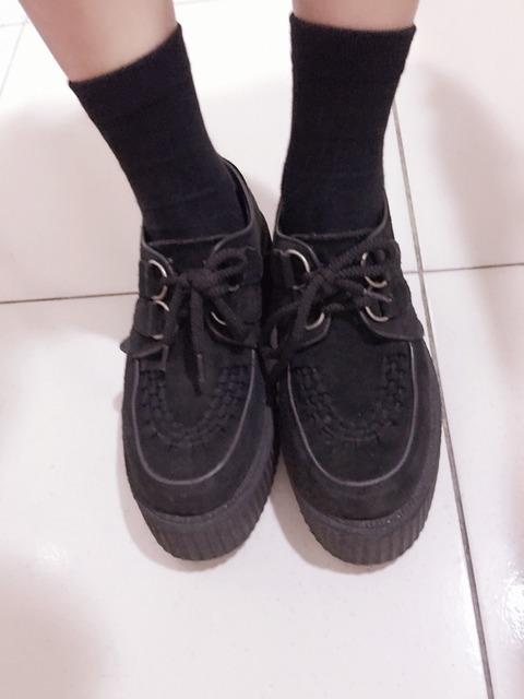 UNDERGROUND 的 鞋子