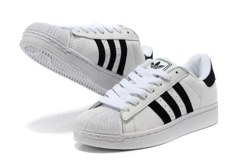 ADIDAS ORIGINALS 的 ADIDAS 球鞋