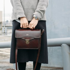 BEARA BEARA 的 LEATHER SATCHEL